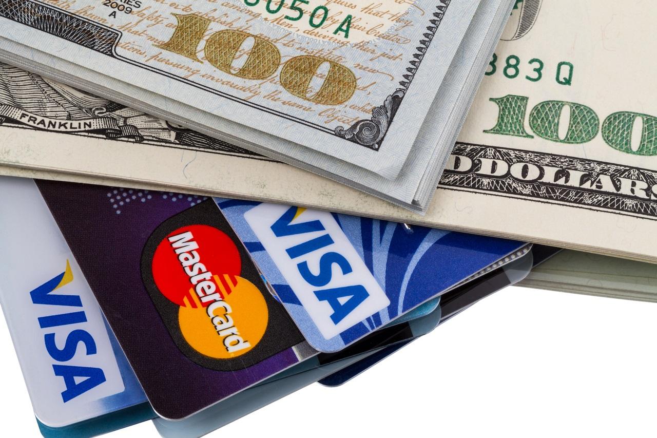 rut tien mat tư thẻ tín dụng
