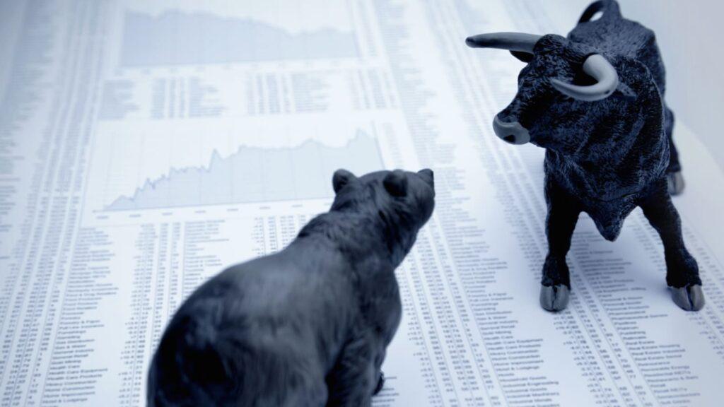 Thị trường chứng khoán là một cuộc chiến khốc liệt giữa phe bò và gấu